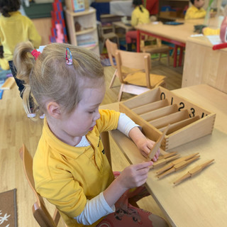 Spindle Box 0-4, encourages a practical approach to counting with physical quanitites and numerical values.