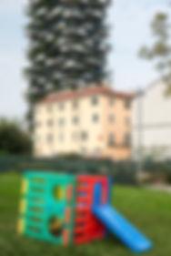 urban, milano, florence iff, spielplatz, plastik spielgerät, dokumentafotografie, stadtentwicklung, gentrifikation, gegensätze, architektur