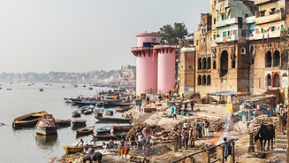The landscape (and life) along the Ganges in Varanasi