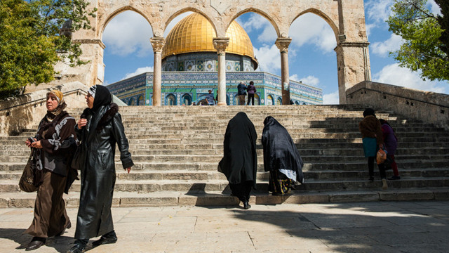 Women come down from the Temple Mount in Jerusalem