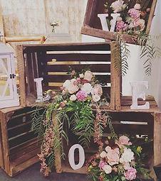 Caisses en bois pour décoration vintage, champêtre, bohème, mariage, anniversaire, retraite. AMBIANTIELLE, location d'objets décoratifs vintage et mobilier événementiel