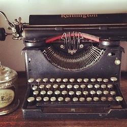 Machine à écrire décoration vintage, mariage, anniversaire, retraite. AMBIANTIELLE, location d'objets décoratifs vintage, mobilier événementiel pas cher