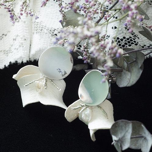 革花イヤリング(シルバー色)