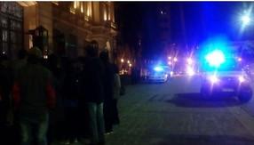 Detienen a alumnos que protestaban frente a Casa de Gobierno