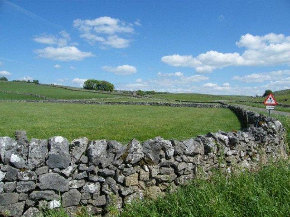 Derbyshire%20Dry%20Stone%20Walls_edited.jpg