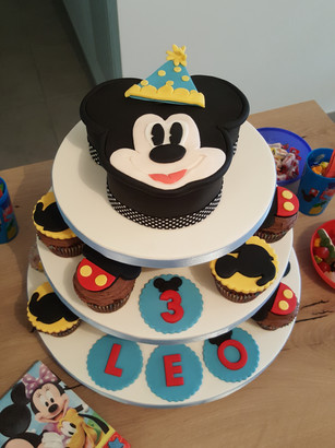 Mickey mouse shape cake and cupcakes