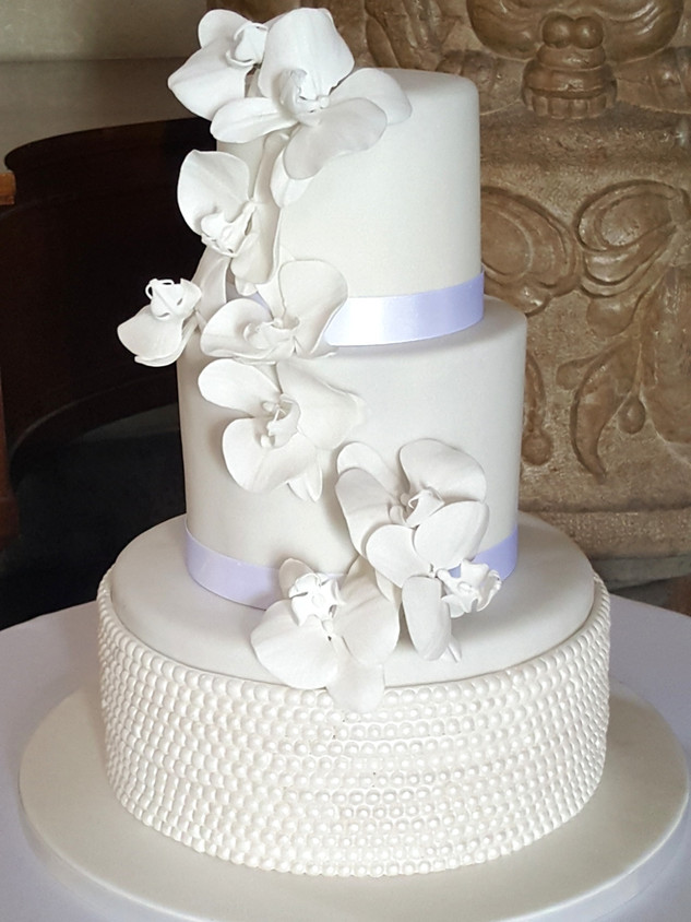 Orchid and pearl pure white wedding cake