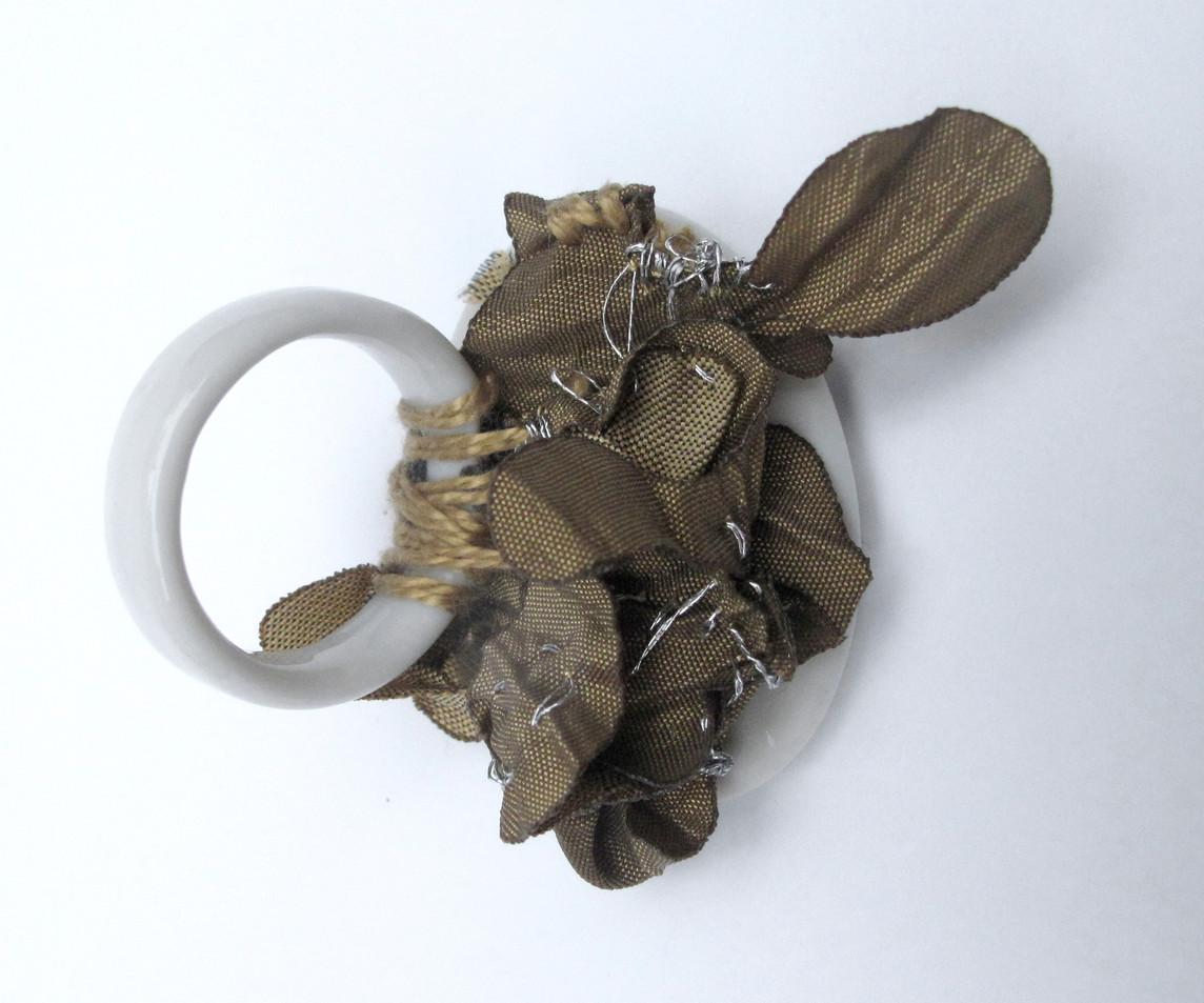 tecido, porcelana fotografias videos xilogravuras 2010-2011