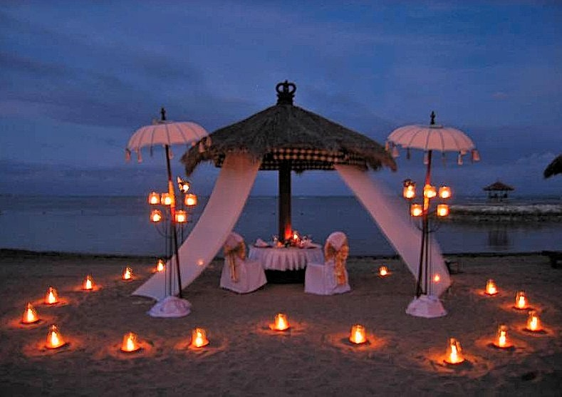 Romantic Beach Side Tiki