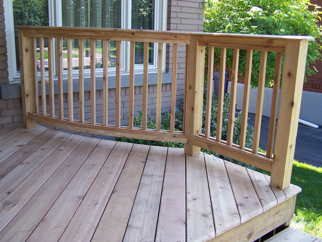 Curved Cedar Porch & Rail