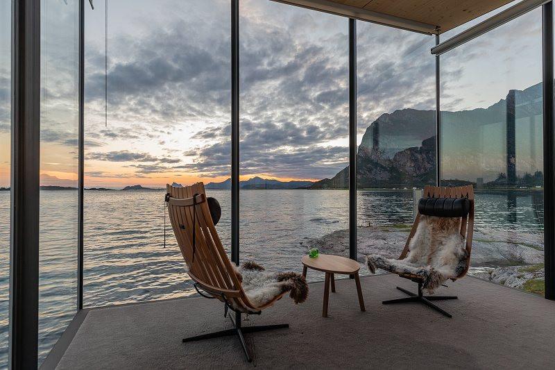 okouzlující pohled z velkoformátových skel na moře
