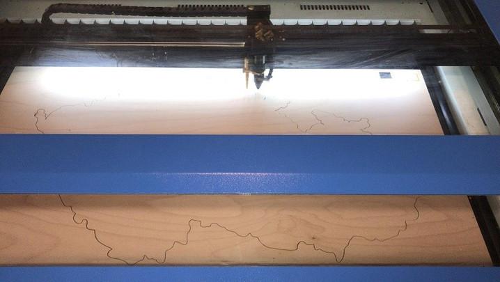 eksempel på laserskjæring av omrisset av kartet over Tsjekkia