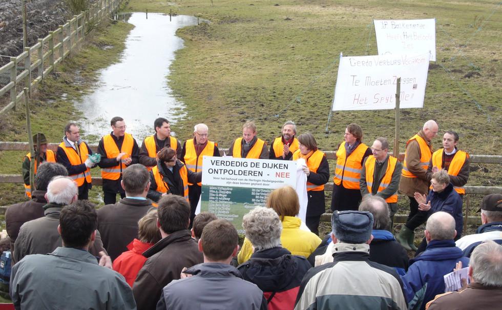 Betoging tegen afbraak Hedwigepolder-.JP