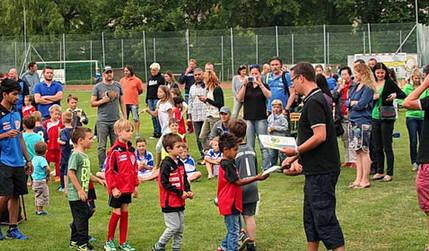 ASK-YouthTrophy_siegerehrung spielfeld.j