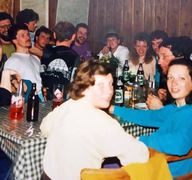 1991 firngleiten gasthaus gruppe hp.jpg