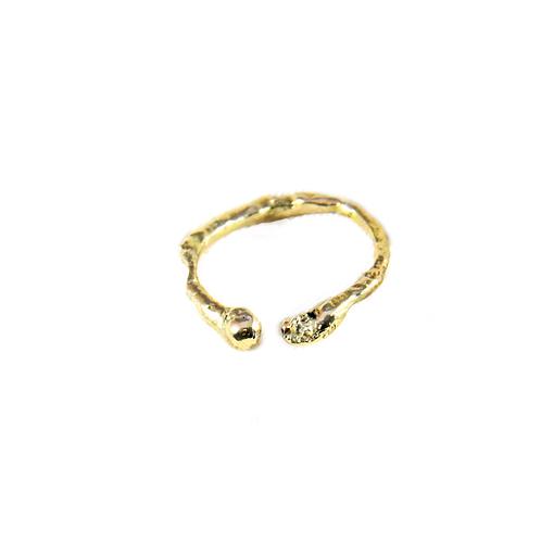 Anel aberto textura irregular ouro 18k - julia toledo joias