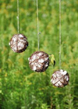 Nestmaterialen trekken vogels aan