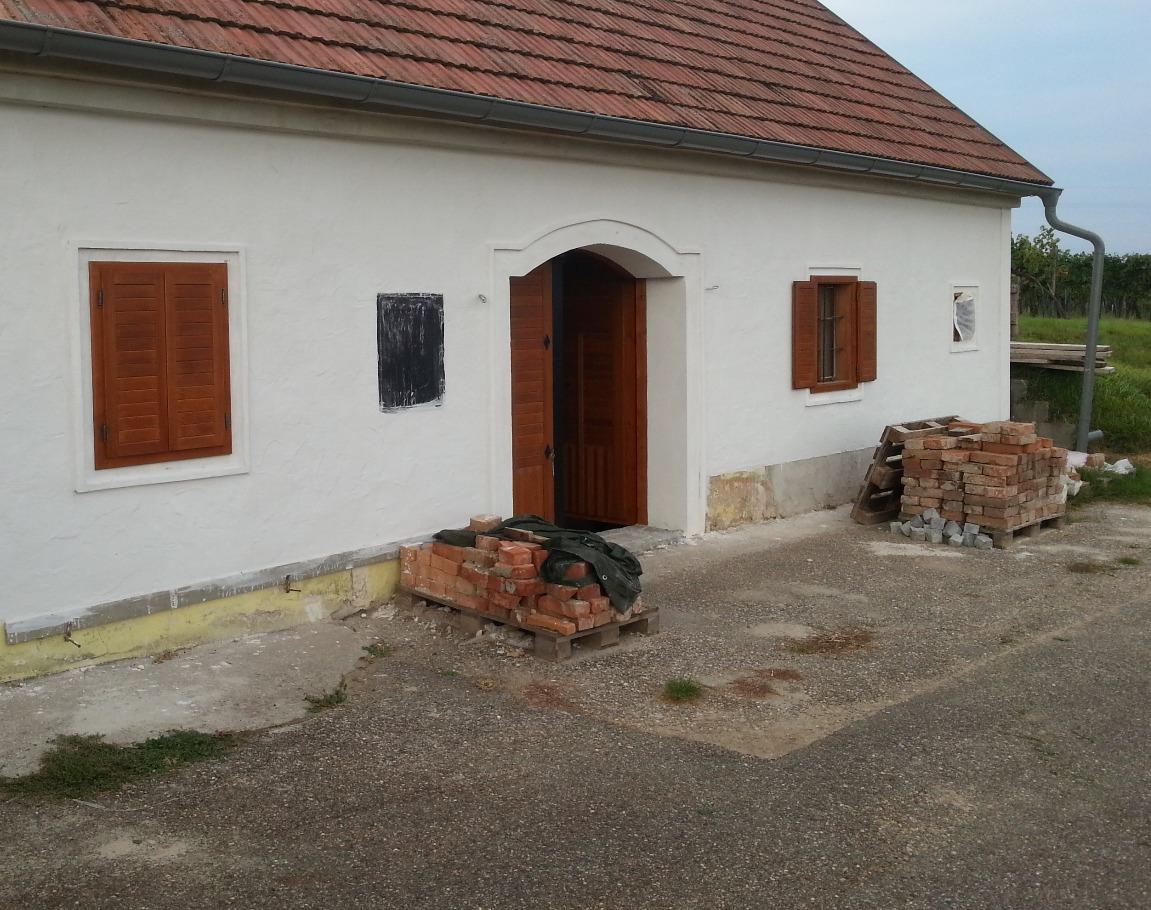 Kellertür und Kellerfenster