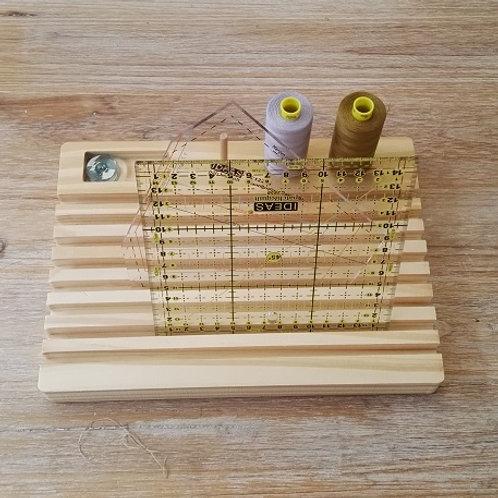 Organizador de accesorios y reglas de madera