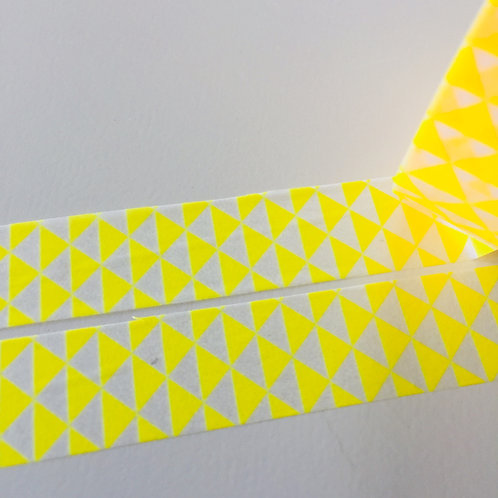 Super Value Sunny Yellow Triangles 15mm