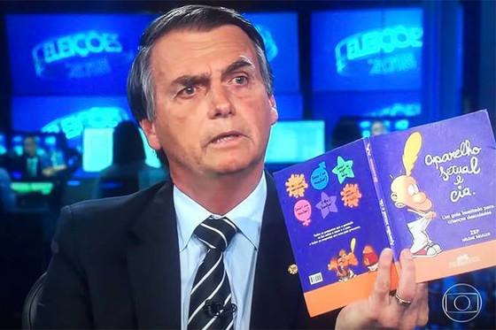 """TSE determina que vídeos de Jair Bolsonaro sobre """"kit gay"""" sejam removidos. Peças trazem i"""