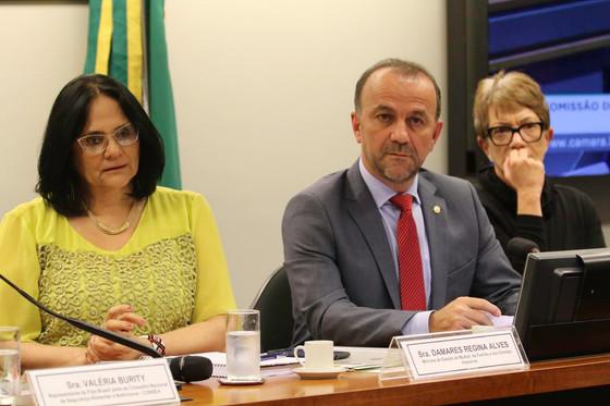 Ministra Damares afirma que prestou solidariedade para família de Evaldo. É falso!