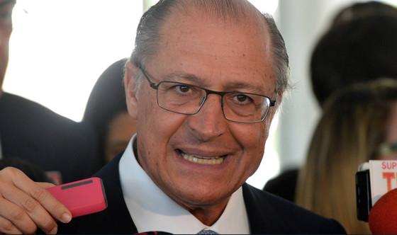 """Alckmin: """"a mulher ganha de 15 a 62% a menos que o homem"""". Checamos!"""