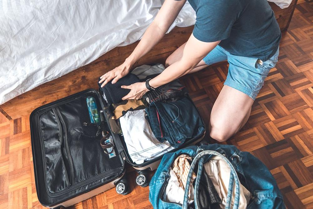 行李箱可帶:隱形眼鏡、日常衣物、正裝、文具、個人餐具、零食、居家用品