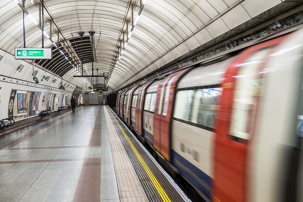 地鐵、輕軌這類交通工具, 在美國屬於較便利、快速的, 由於班次固定,算好搭乘時間必能準時到達想去的地方。
