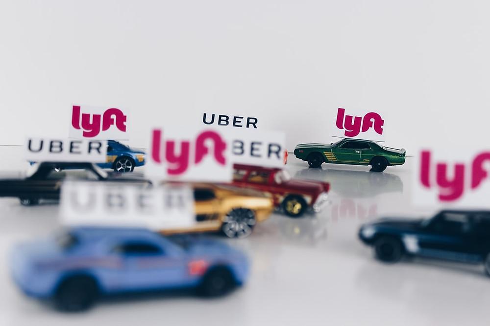 三五好友總有想出個遠門、嘗試不同餐廳等的時候, 在美國,沒有像台灣有可以攔的出租車, 反而以Uber或Lyft這類的出租車為主, 因此想叫出租車相當容易!