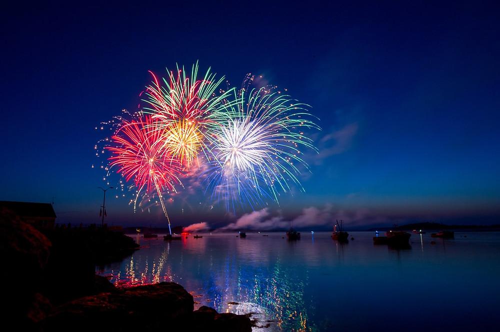 Hogmanay蘇格蘭人所稱的除夕,慶祝活動於12月30日開始, 整個蘇格蘭將舉行火炬遊行,愛丁堡的遊行規模最大。