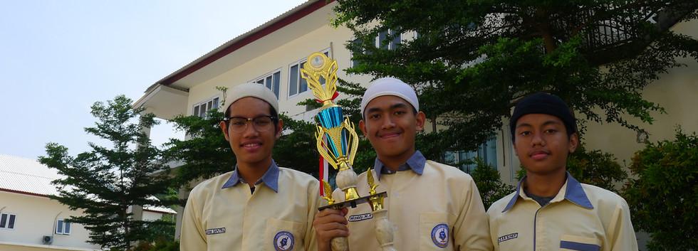 Students got trphies Enterpreneurship Competition