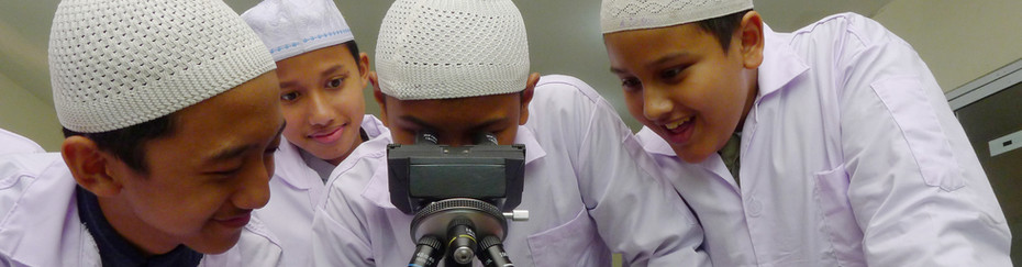 Students are studying in the LAB