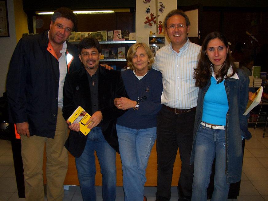 "Milano, Libreria ""La Sherlockiana"". Da sx: Gaetano Savatteri, Ugo Mazzotta, Tecla Dozio, Roberto Mistretta, Iosella Mistretta."