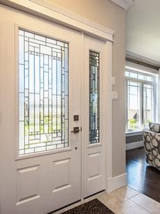 Porta de entrada com vidro decorativo -