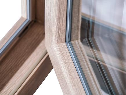 Janelas de PVC em imitação madeira