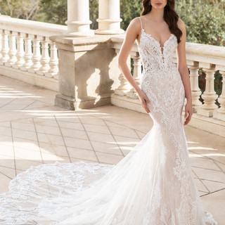 Form fitted wedding dress