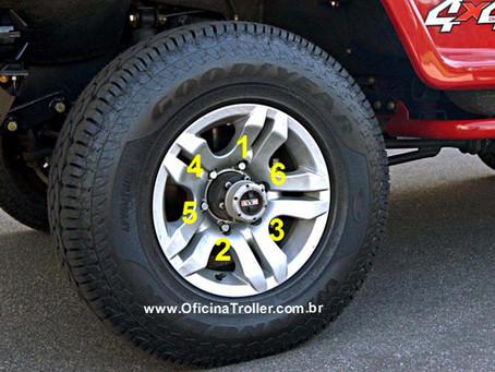 Sequência de aperto e torque para troca da roda