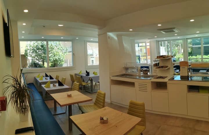 Ht Almalux sala colazioni (4).jpg