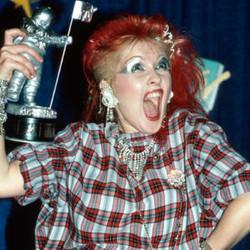 cyndi-lauper-mtv award 1984