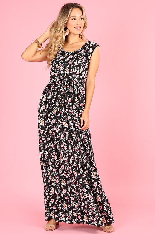 1102 Maxi dress, loose fit, round neck, cap sleeves, side pockets.