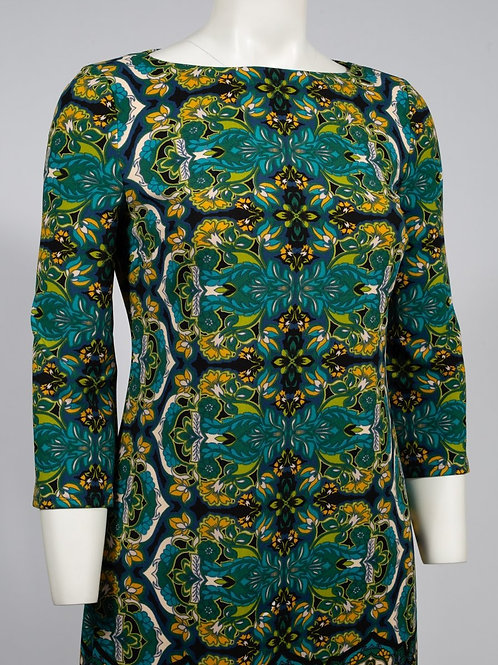 An elegant, vibrant phyllis crepe shift dress with 3/4 sleeves with