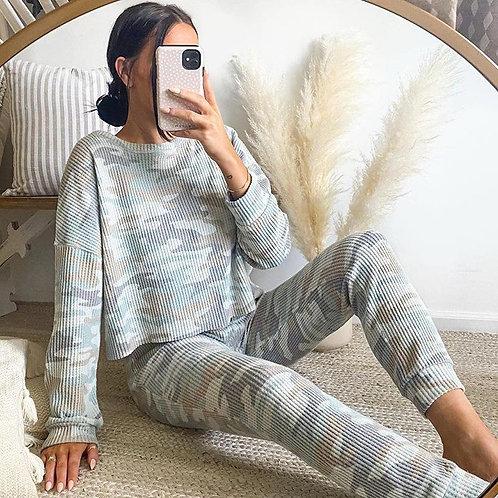 camflouage printed long sleeve sweatshirt and pants
