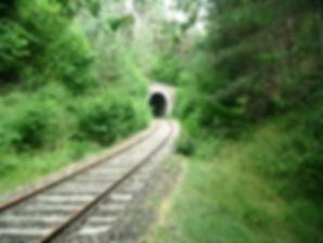 Entrée d'un tunnel au vélorail de Pradelles en Haute Loire