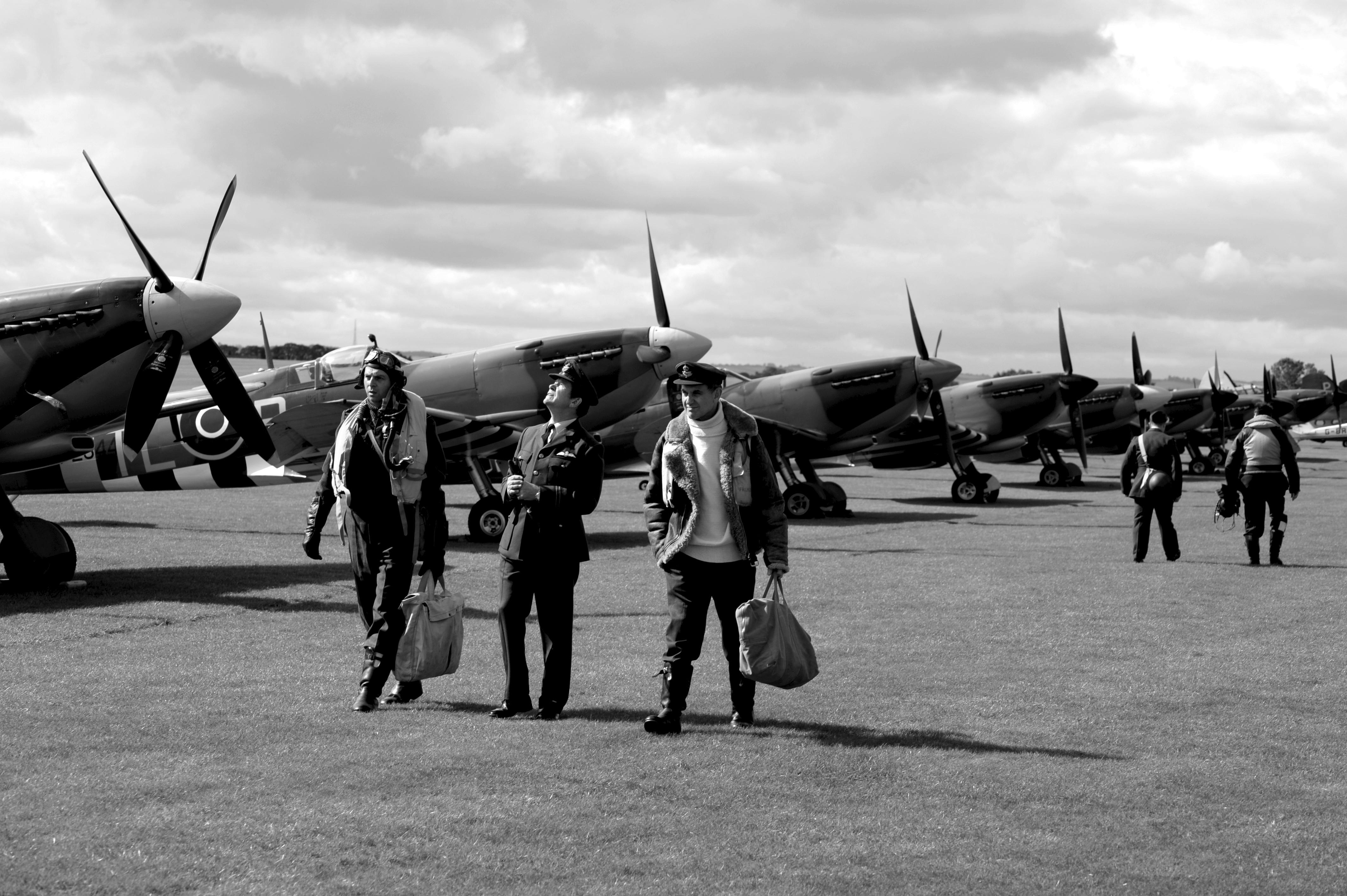 Spitfires, crew.jpg