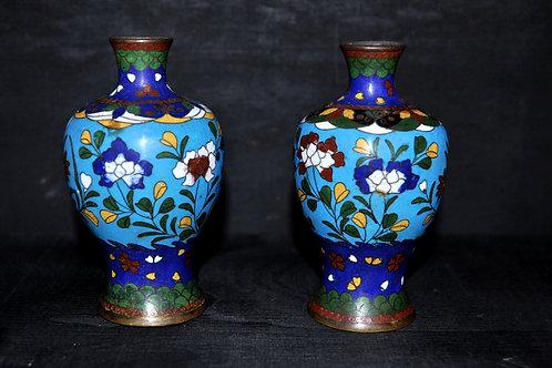 Chine - Paire de vases cloisonnés sur socle - 19ème