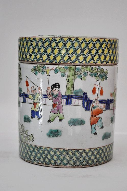 Chine - Pot couvert en porcelaine - Circa 1900