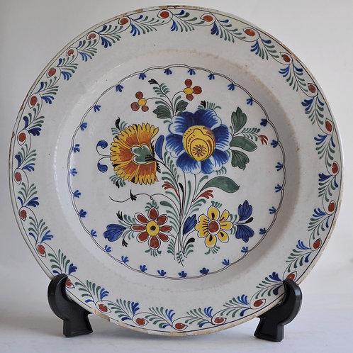 Delft - Plat en faience polychrome - XVIIIème