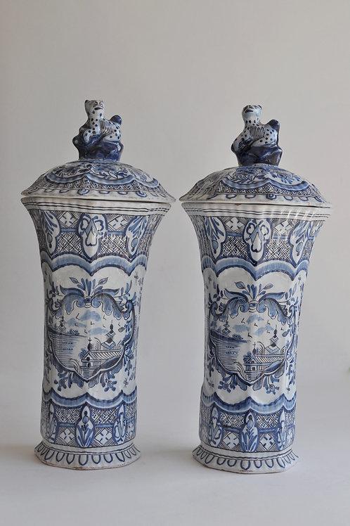 Paire De Vases Couverts En Faïence De Delft - Circa 1850