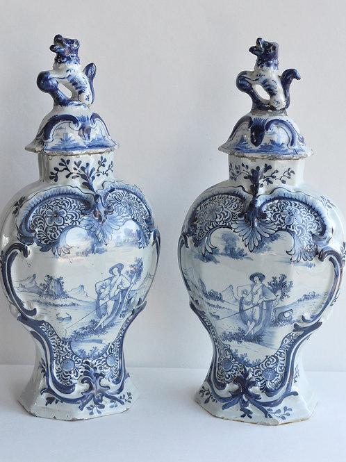 Paire De Vases Couverts En Faïence De Delft - Circa 1800